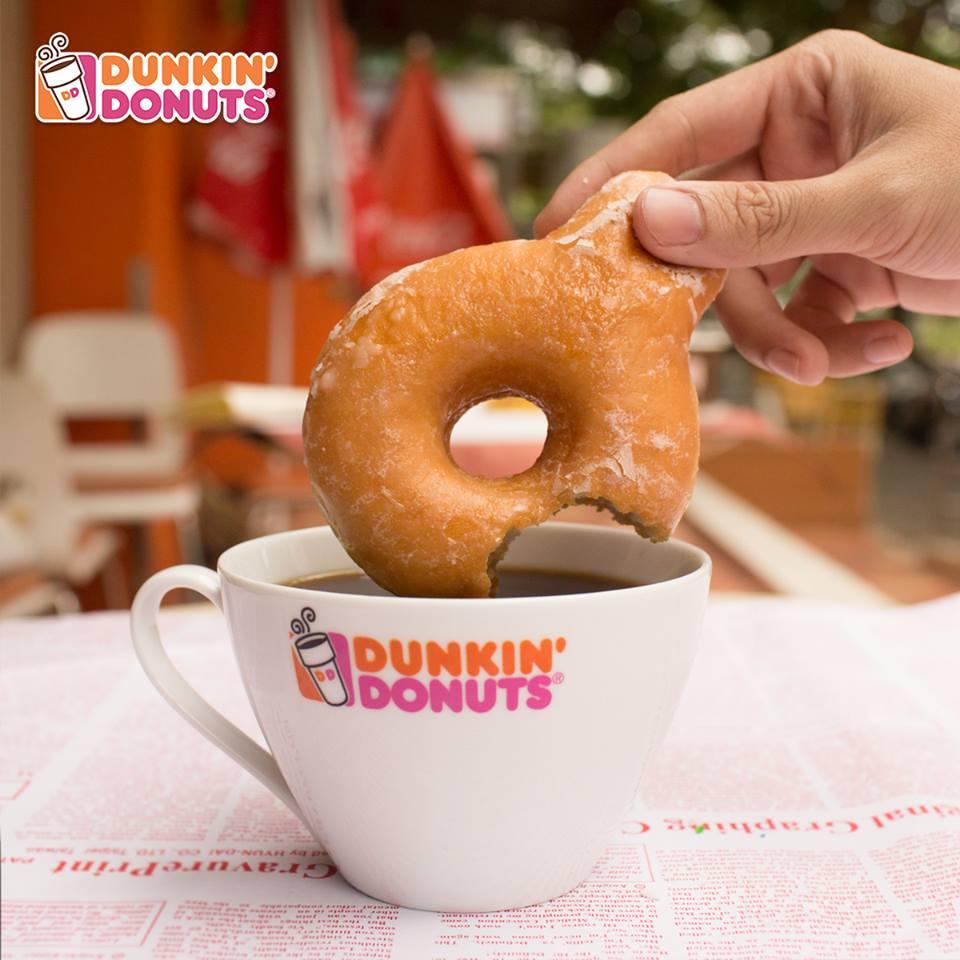 Dunkin-Donuts-mua-nuoc-tang-mien-phi-banh-3