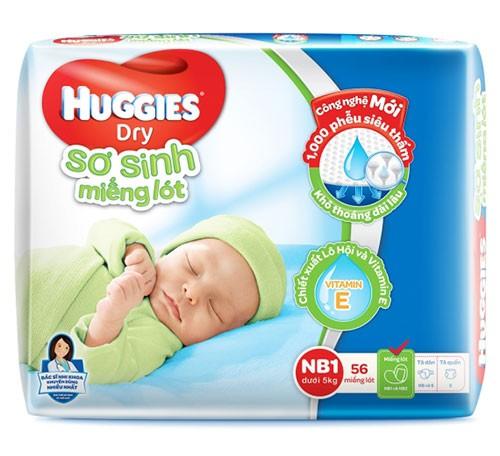 Nên dùng miếng lót sơ sinh hay tã dán để bé thoải mái nhất