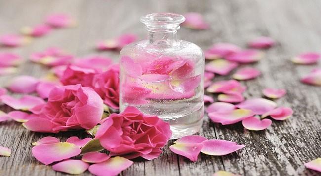 Sử dụng nước hoa hồng đúng cách và top 5 sản phẩm tốt nhất nên mua